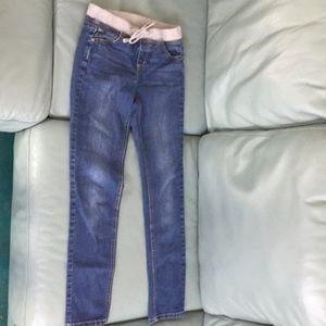 Denim jeans with elastic fabric waistband
